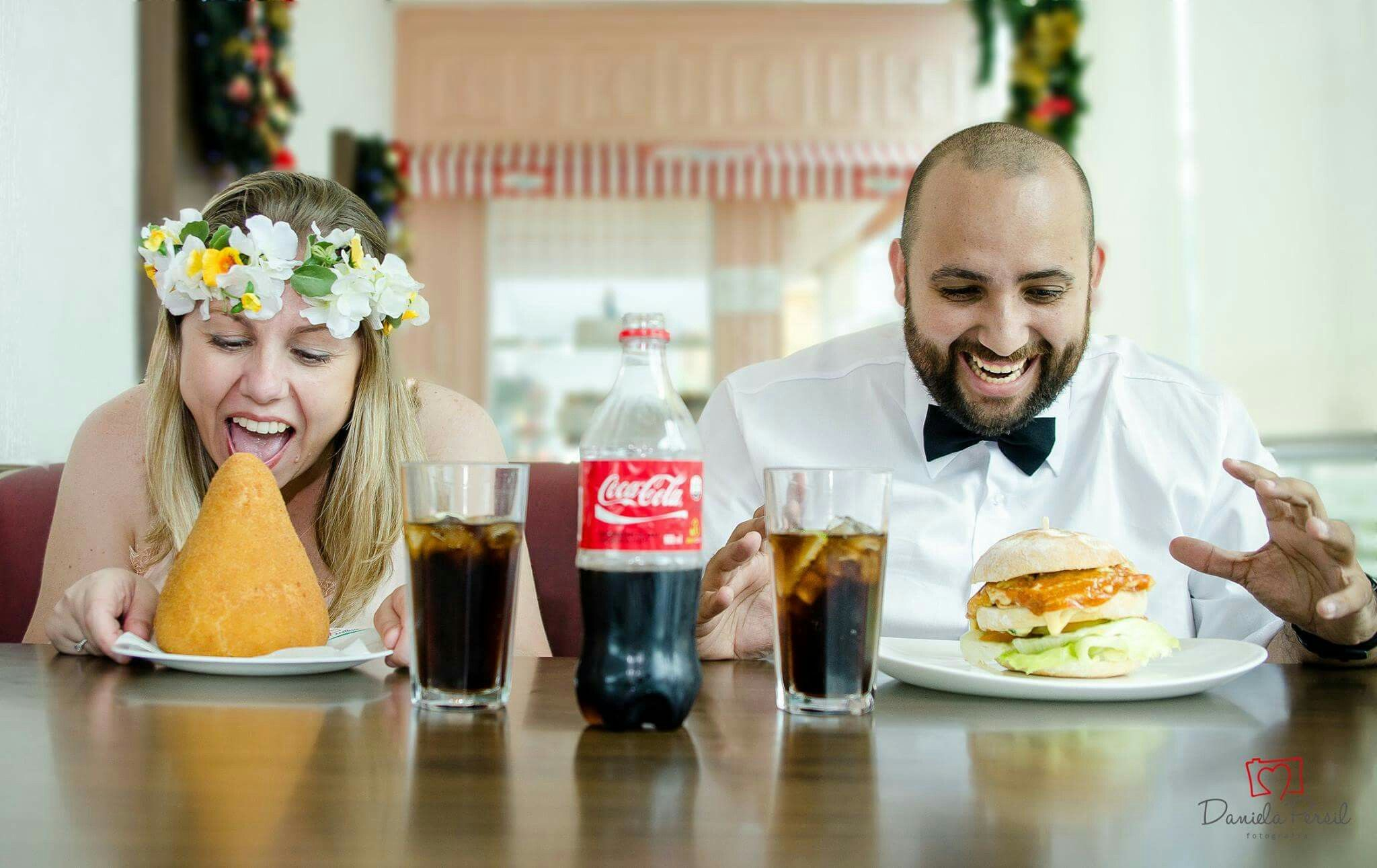 Coxinha noiva noivo ensaio diferente coca cola
