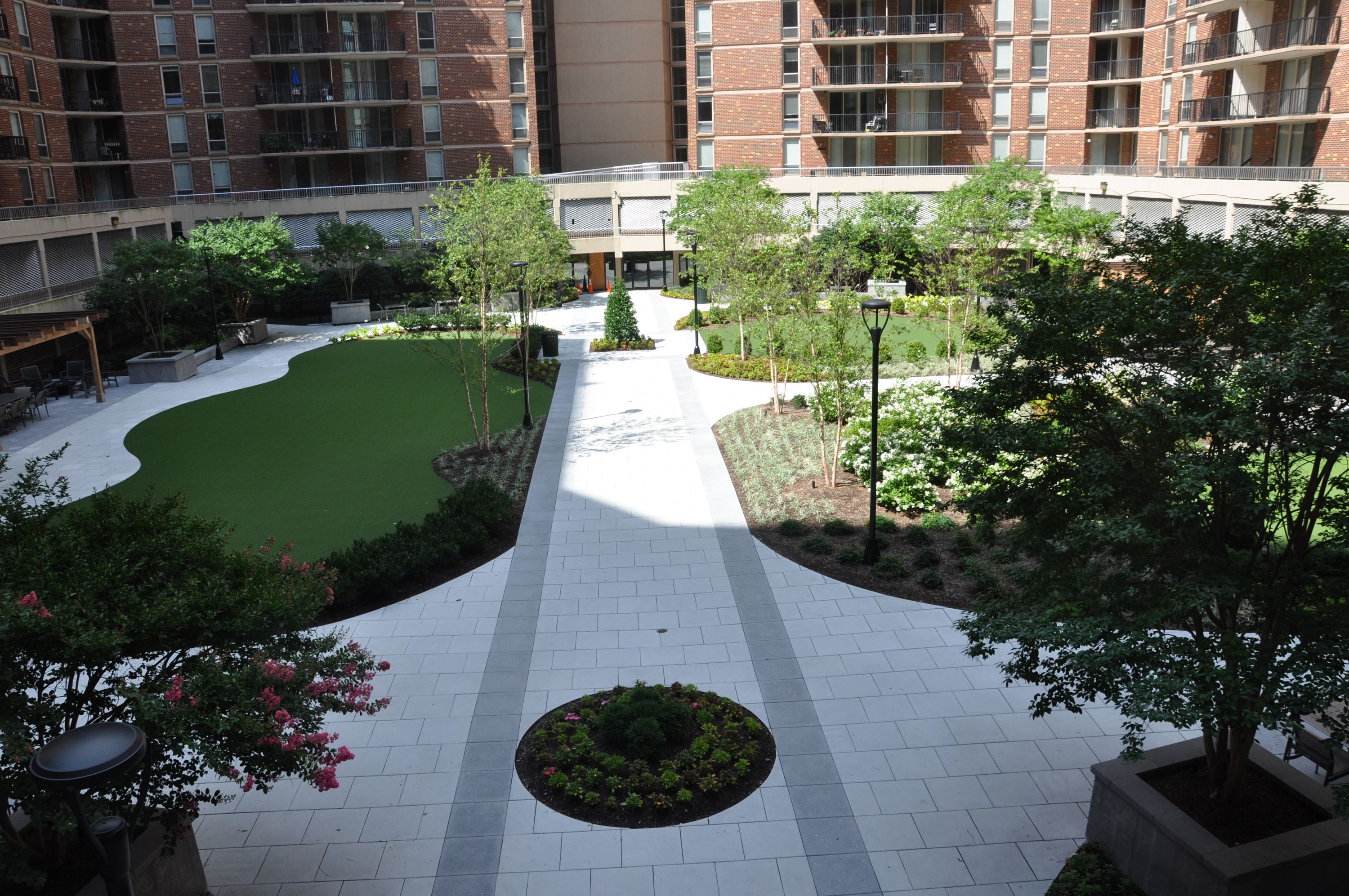 Courtyard At The Point At Silver Spring Apartments Md Ow Ly Zrqyx Courtyard Garden Landscaping Apartment Newapa Courtyard Apartment Living Outdoor Decor