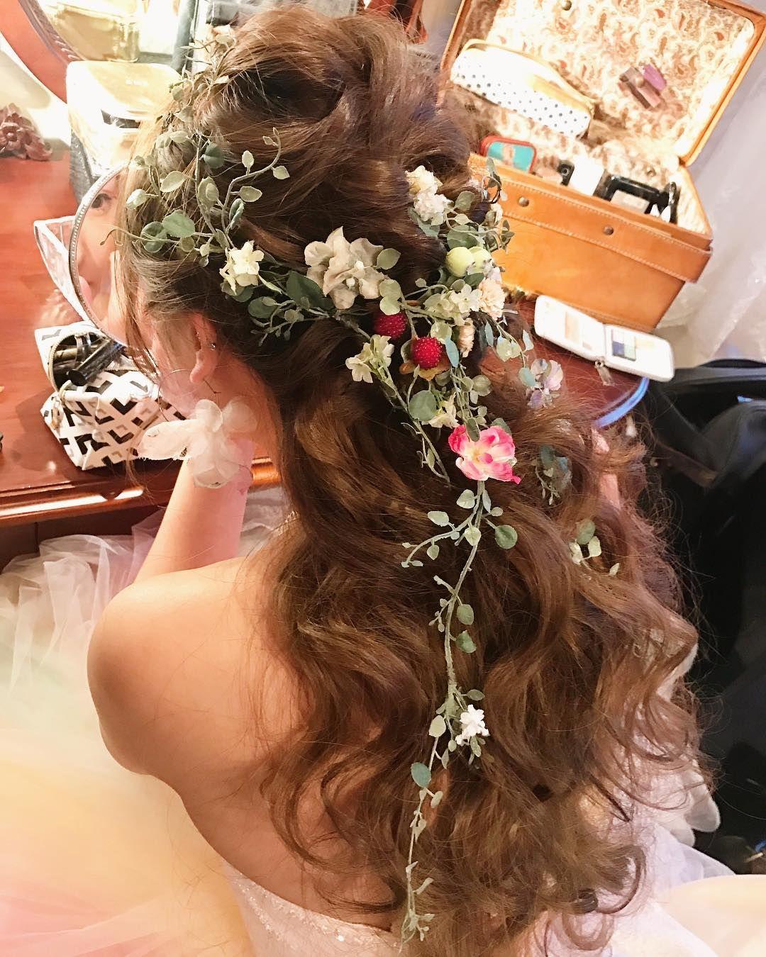 お色直しヘアに大人気 ハーフアップ ハーフ花冠 のブライダルヘア