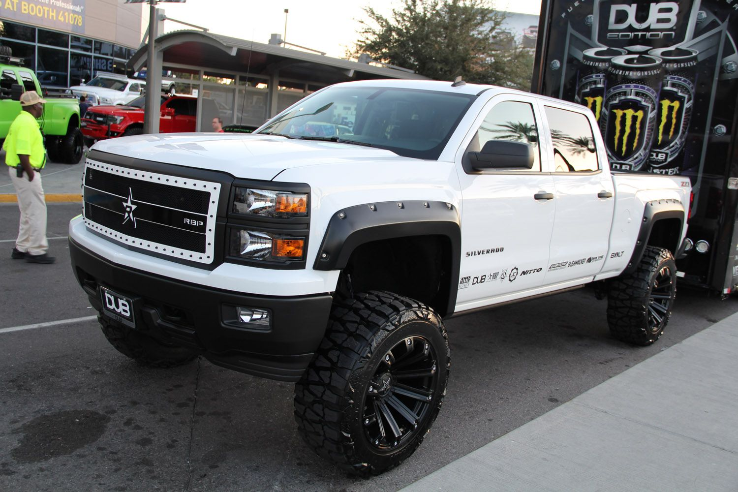 Sema 2013 trucks sema 2013 monday truckin trucks outside 092 lifted chevy silverado z71