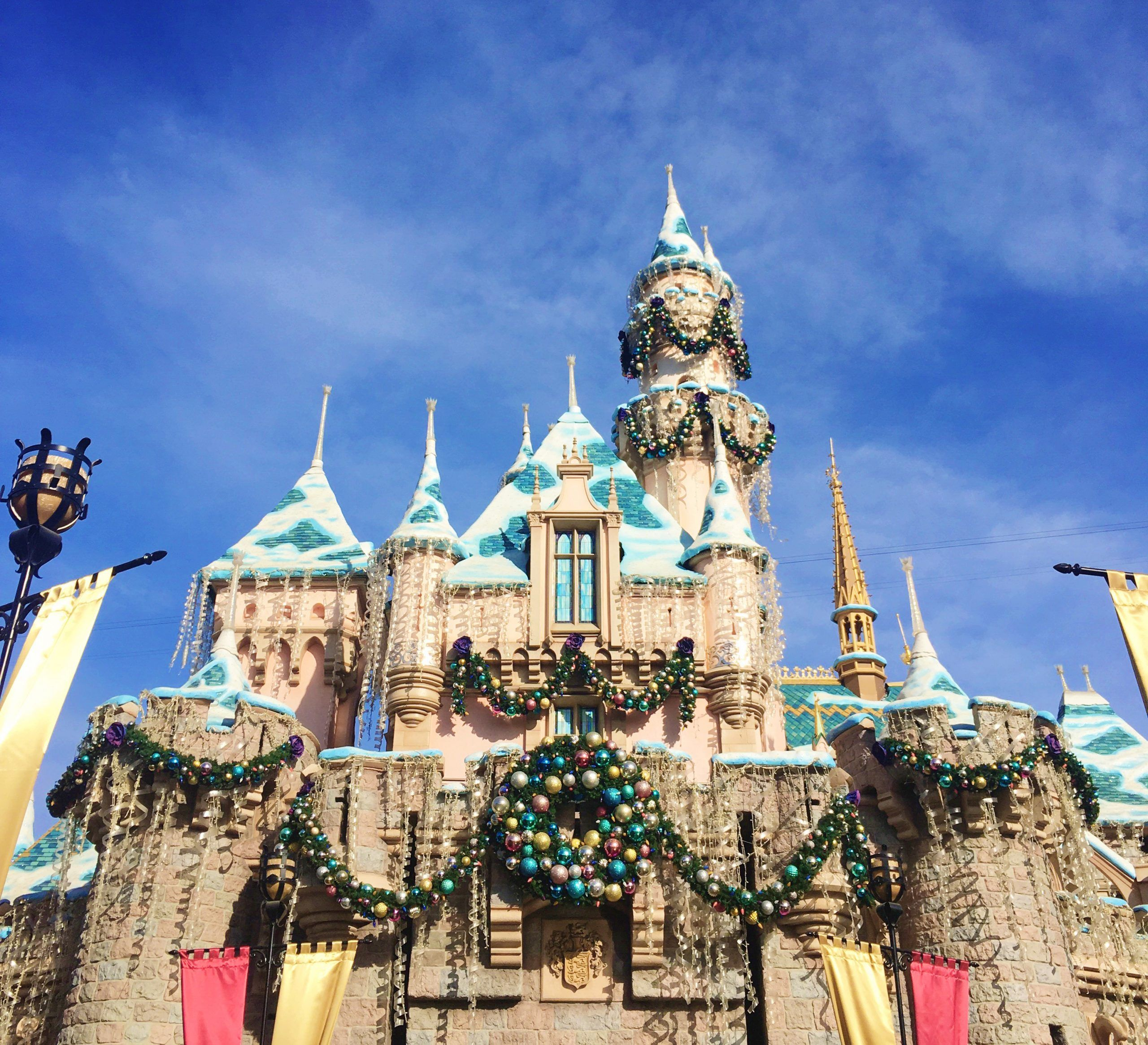 Disneyland During Christmas Time Guide   Disneyland christmas, Disneyland vacation packages
