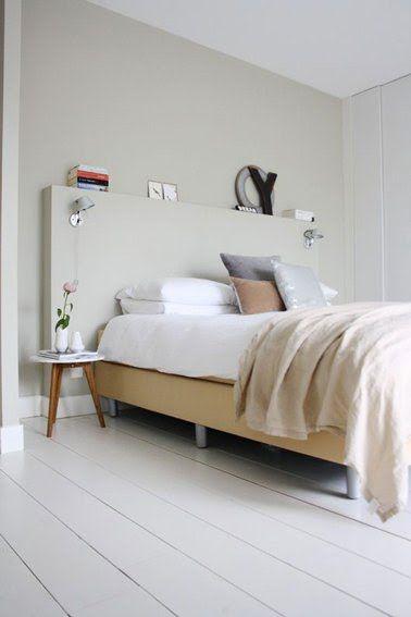 Genial Chambre Beige Et Blanche Pour Une Ambiance Zen. La Tête De Lit Originale  Est Réalisée