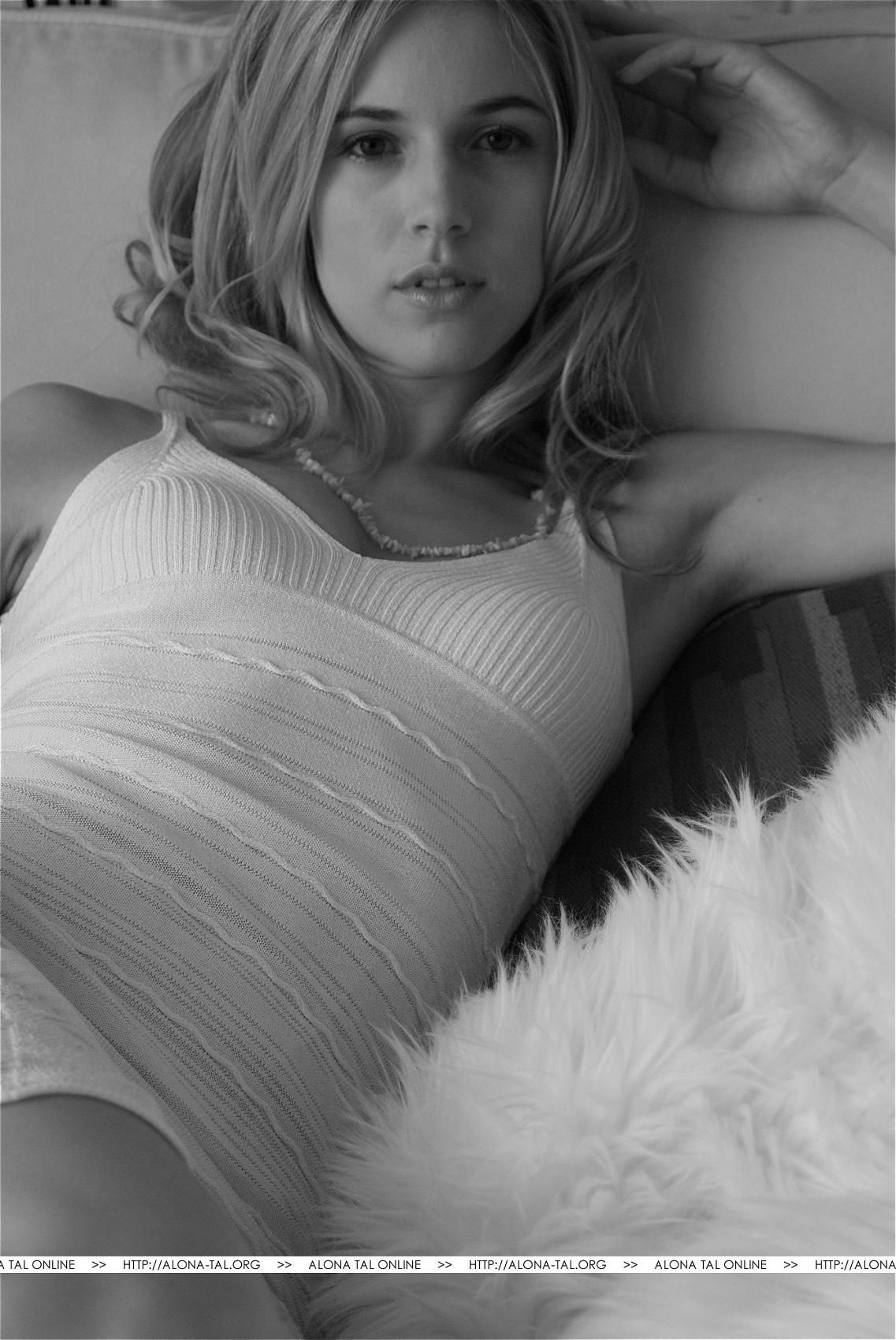 Katie Aselton  nackt
