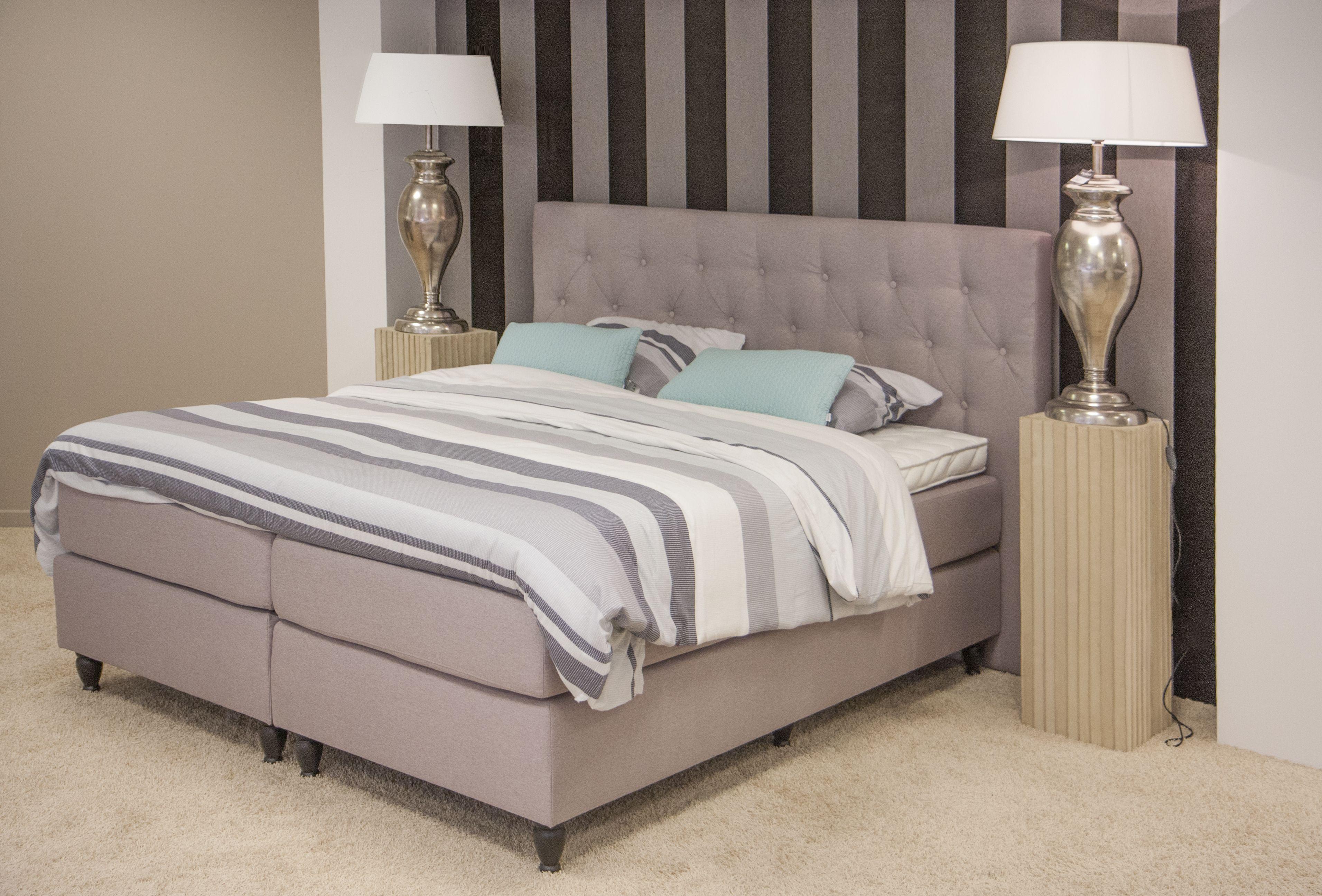 Klassieke slaapkamer met boxspring bed ontdek meer for Slaapkamer bed