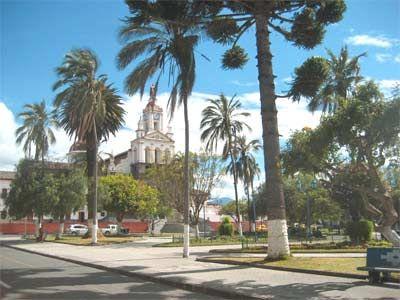 Cotacachi, Otavalo    Cotacachi está ubicada en el sector norte del Ecuador, en la provincia de Imbabura, entre las ciudades de Ibarra y Otavalo. Es un pueblo multiétnico y pluricultural, con una superficie de 1809 kilómetros cuadrados y con una población de 41115 habitantes. Además, Cotacachi es conocido por sus artesanías en cuero y lana.