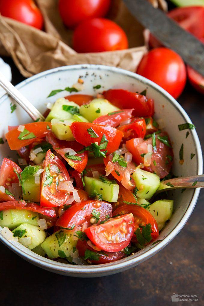 Tomaten-Gurken-Salat - Madame Cuisine #chickenanddressing