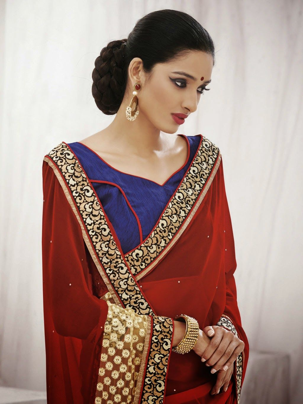 Backed by our rich industry expertise, we have come up with Designer Sarees for our valuable ...