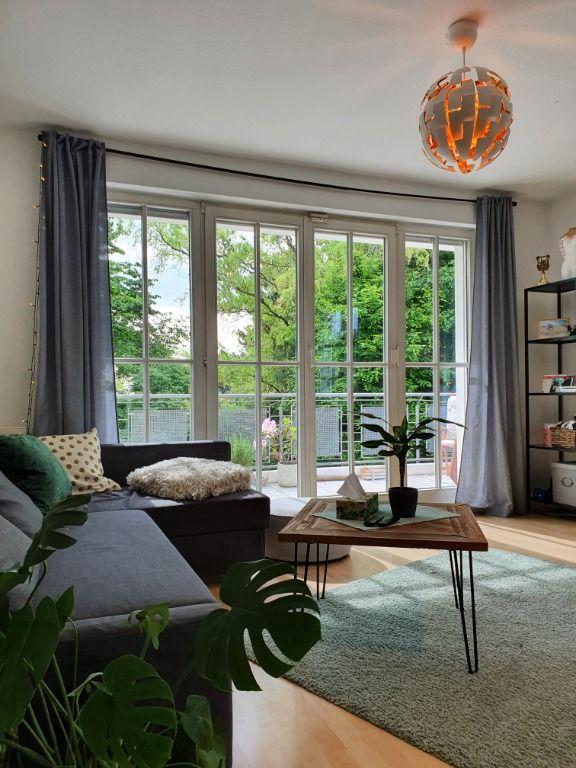 Wohnzimmer mit toller Fensterfront
