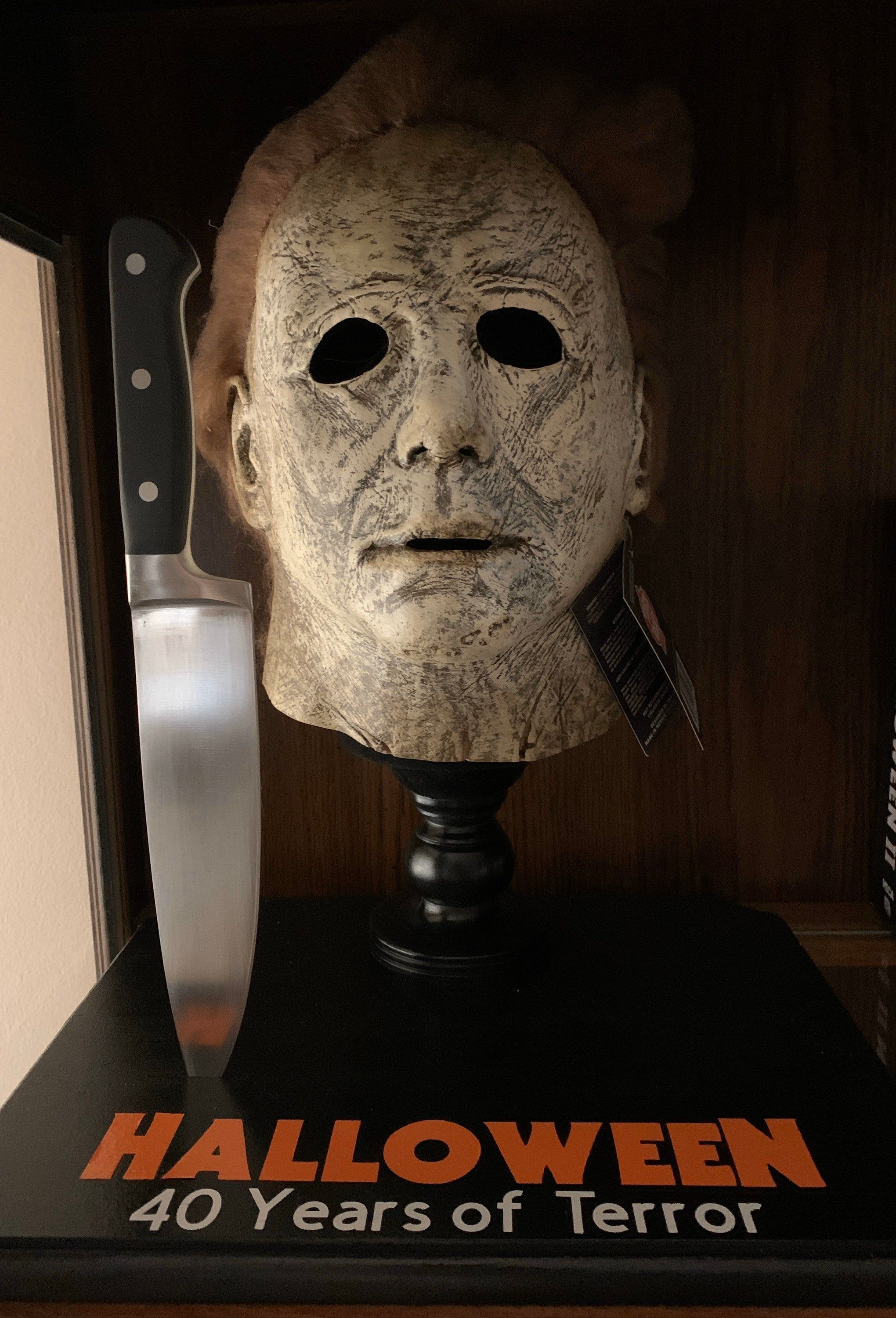 Halloween Michael Myers Movie Prop Mask Stand and Knife in