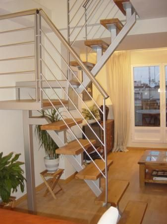 Escalera interior escalera de interiores escalera escalera for Medidas de escaleras