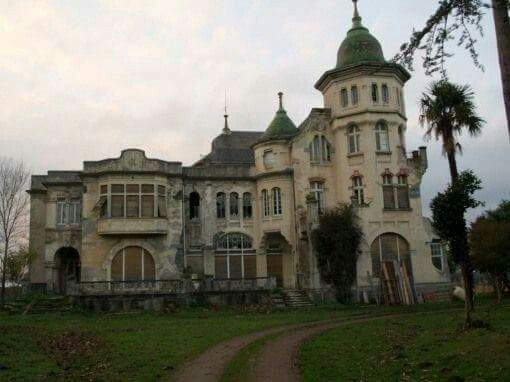 Creepy, but beautiful, abandoned mansion in Galicia  | Old