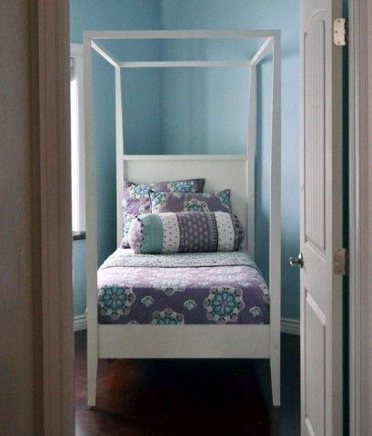 Hannah Canopy Bed With Images Canopy Bed Diy Diy Twin Bed