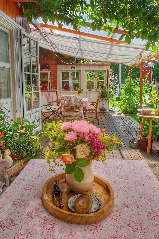 5 Trends Aus Dem Juni Von Alltagsoasen Seifenblasen Und Meditativem Yves Klein Blau In 2020 Holzterrasse Seifenblasen Korb Mit Blumen