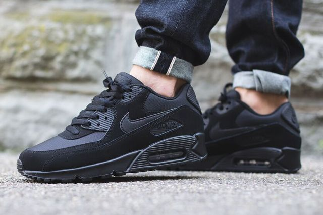 new product ce924 dbbe2 Nike-Air-Max-90-Triple-Black-1