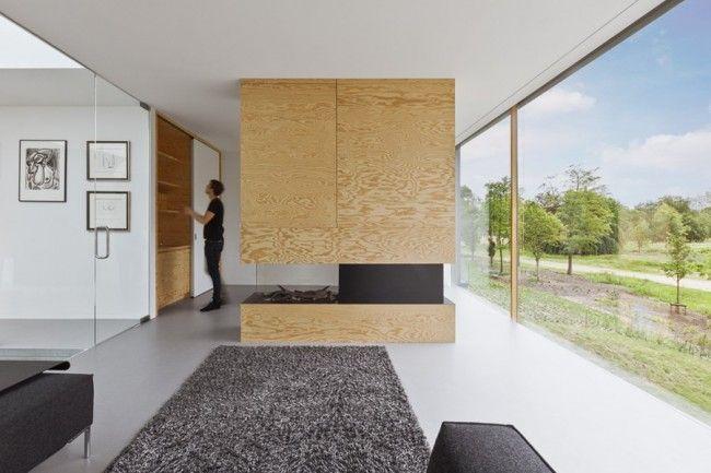 Modern familiehuis in bloemendaal met muren en meubels van multiplex
