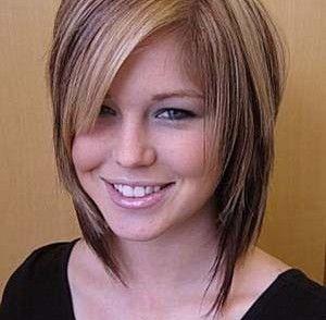 Coupe au carré dégradé effilé | Coiffures cheveux mi longs dégradés, Coupe de cheveux, Cheveux ...