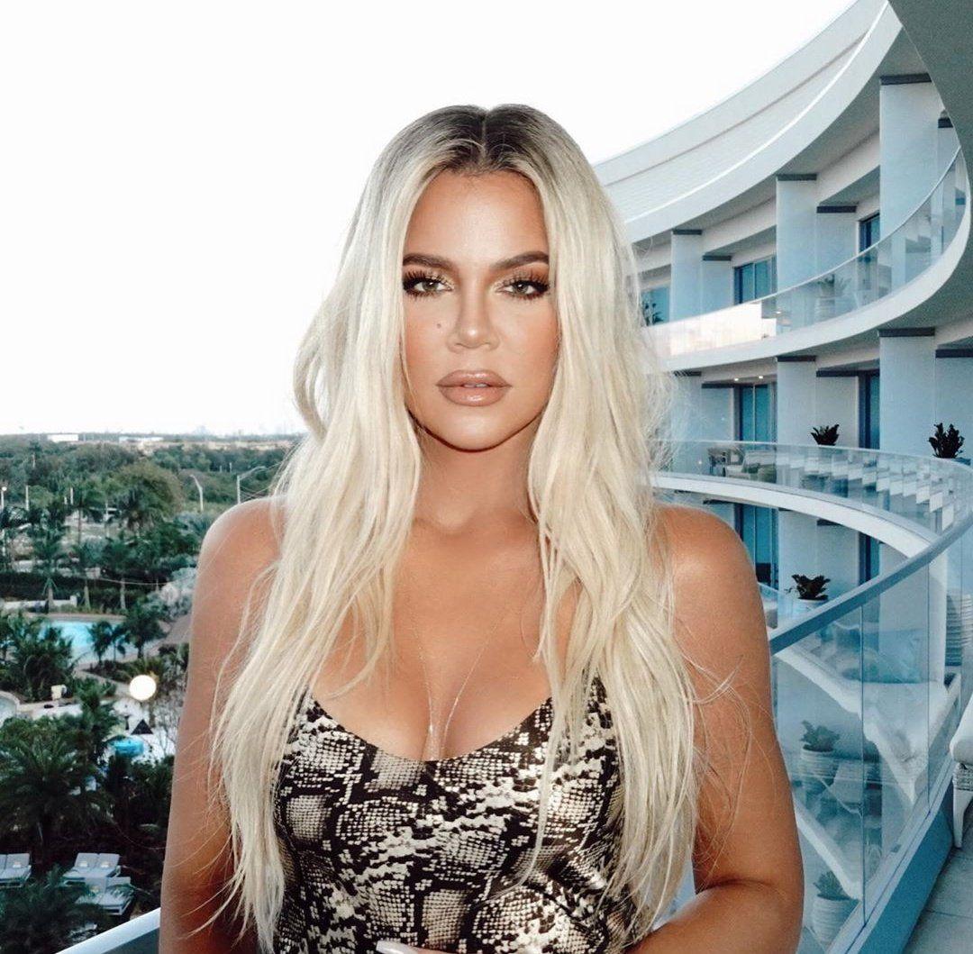 Pin By Nitsa Magklara On Kj In 2020 Khloe Kardashian Hair Platinum Blonde Hair Blonde Hair Khloe Kardashian