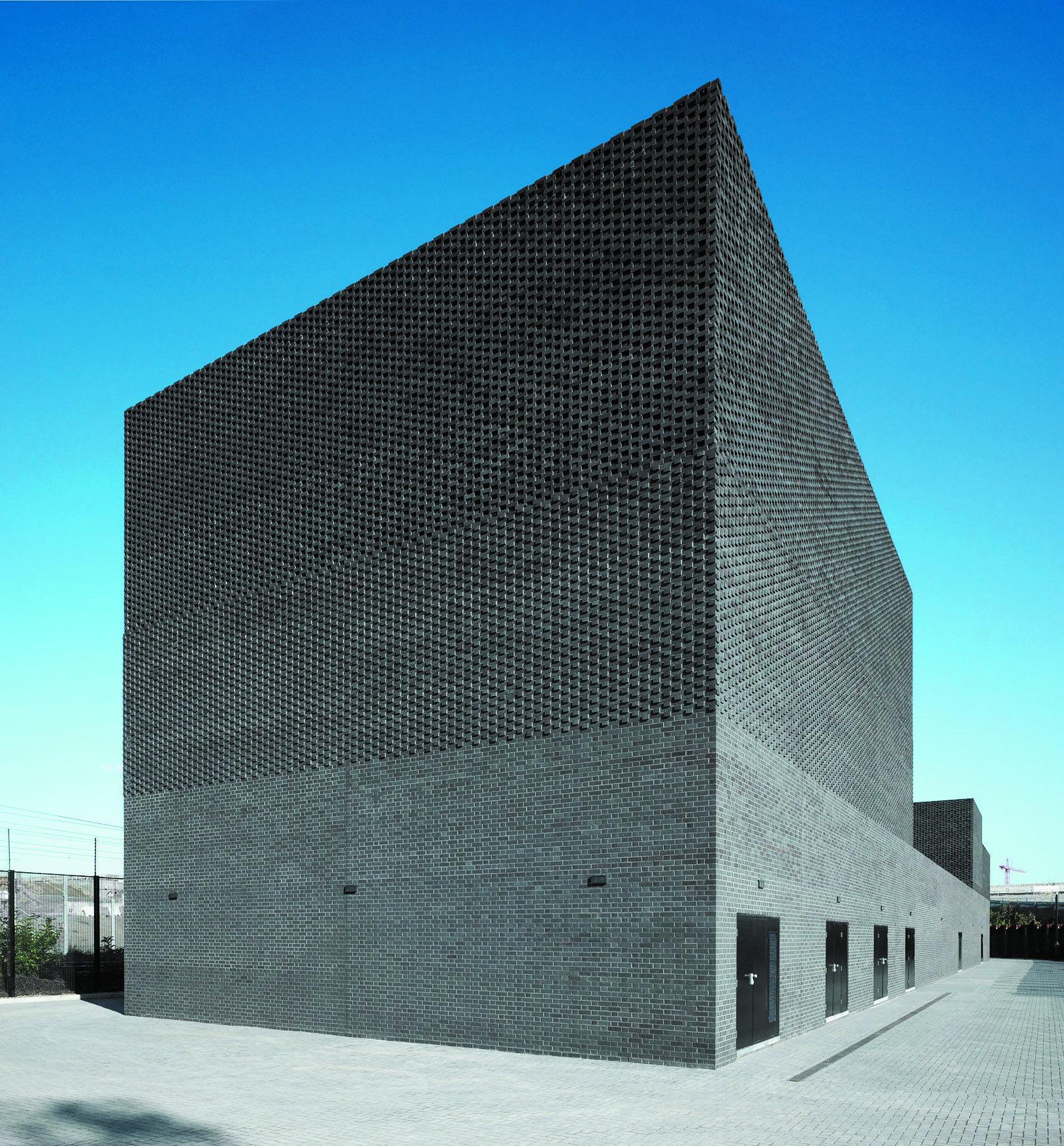 Facade Architecture, Brick