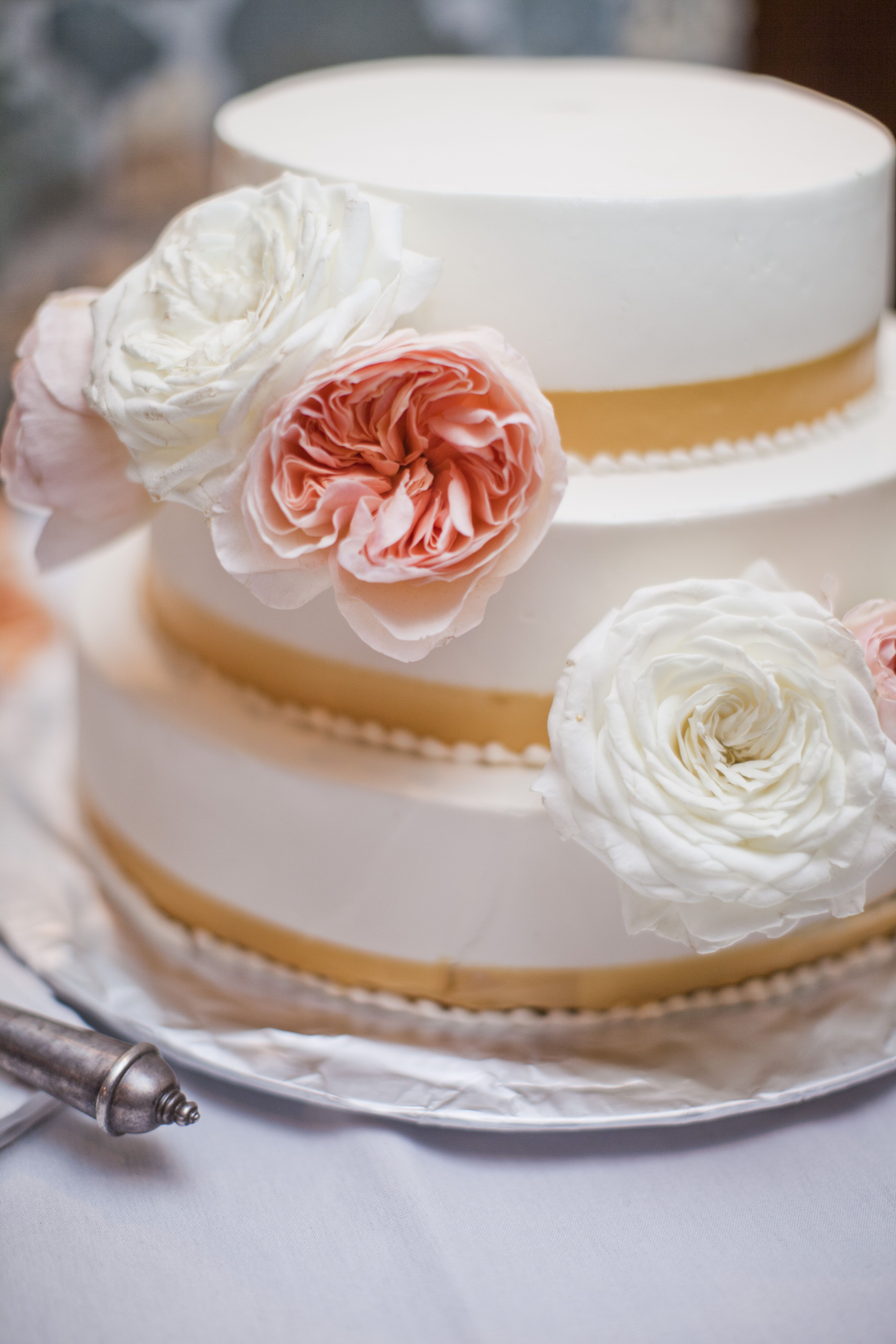 cute cake by Queen of Tarts. Elisha Orin Photography - Roses Too Flowers - Island Style Weddings