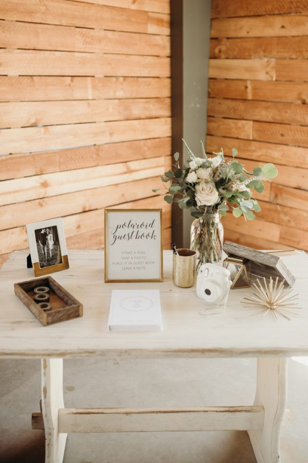 Freshen Up Your Barn Wedding With These 7 Modern Rustic Wedding Decor Ideas | Junebug Weddings