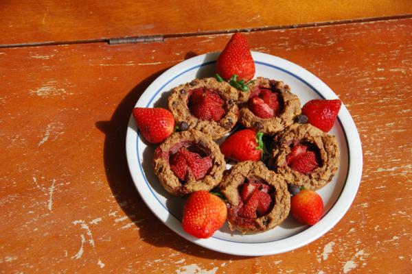 Paleo Strawberry Banana Muffins : PrimalPaleo.com