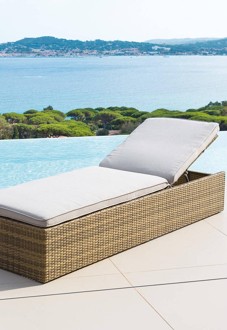 Lit Exterieur Design lit de piscine cuba grège. ce lit de piscine en résine