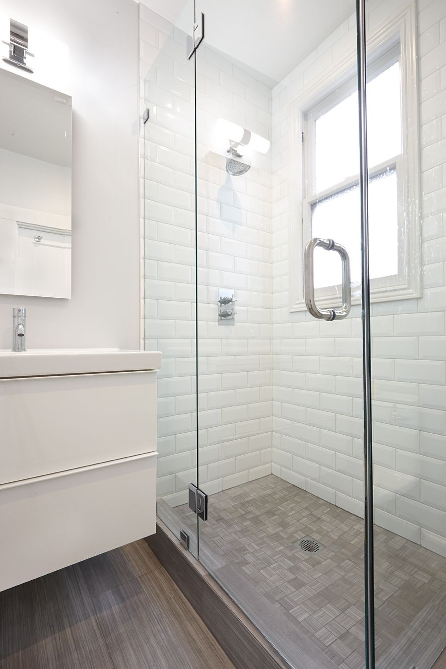Knock Knock Salle De Bain ~ beveled white subway tile with grey floor nerland sf bathroom