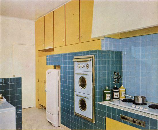 Cuisine avec le bleu de la c ramique et le jaune du for Cuisine formica bleu