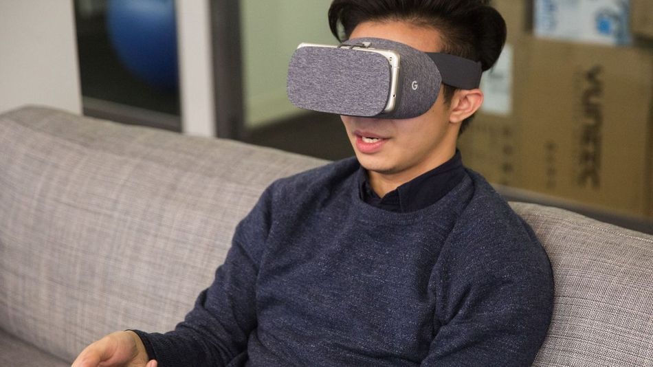 Google is sending Daydream View redeem codes to those who ...