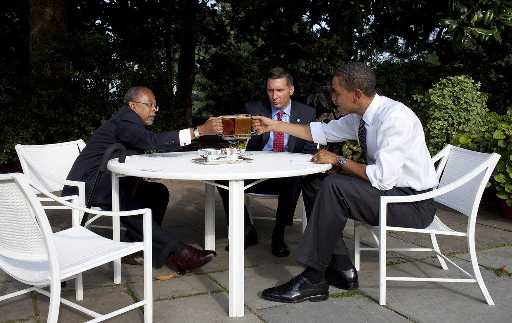 "The infamous ""beer summit."" President Barack Obama, Professor Henry Louis Gates Jr. and Sergeant James Crowley toast at the start of their meeting in the Rose Garden of the White House, July 30, 2009. Doesn't Crowley look thrilled? lol ih"