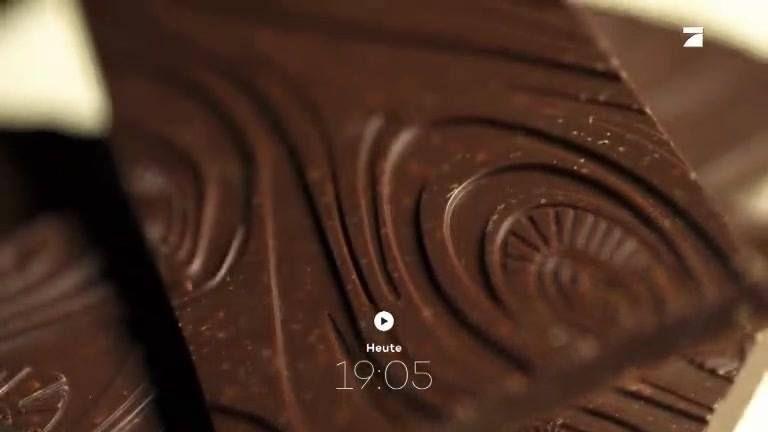 Schokolade mit extrem hohem Kakaoanteil ist gesünder als Milchschokolade – das weiß jeder. Aber leider schmeckt sie nicht jedem. Bis jetzt. Denn nun gibt es Rohschokolade. Die hat viel Kakao und ist trotzdem lecker. Wie genau der Hersteller das schafft, zeigen wir euch heute um 19:05 Uhr.