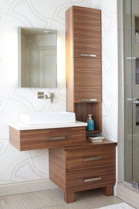 Mobilier De Salle De Bains En Placage En Noyer A Alignement Horizontal Ce Petit Meuble Lavabo Suspendu E Bathroom Design Bathroom Makeover Basement Remodeling
