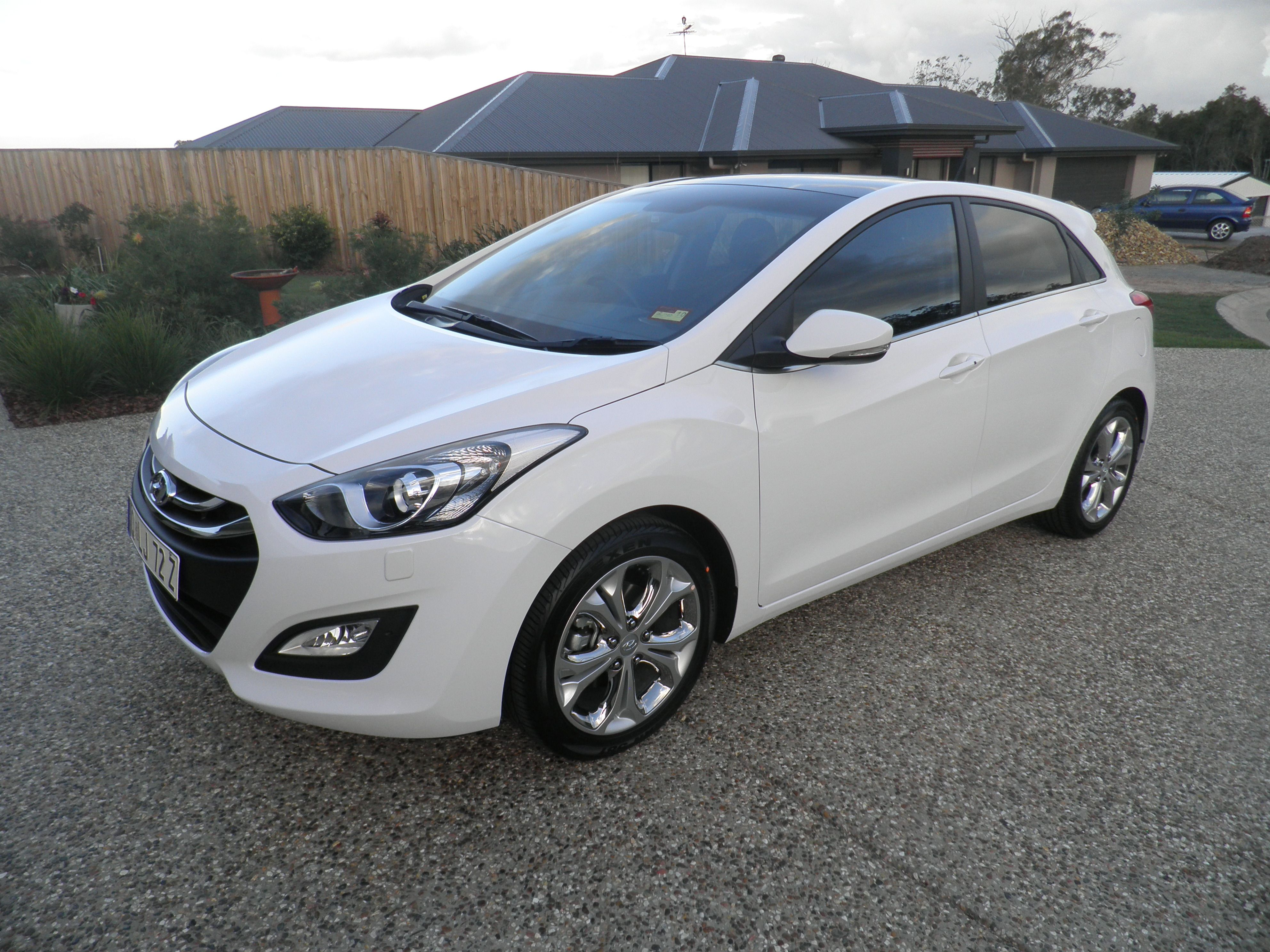 Hyundai Creamy White Auto I30 Premium 13 May 2014 We