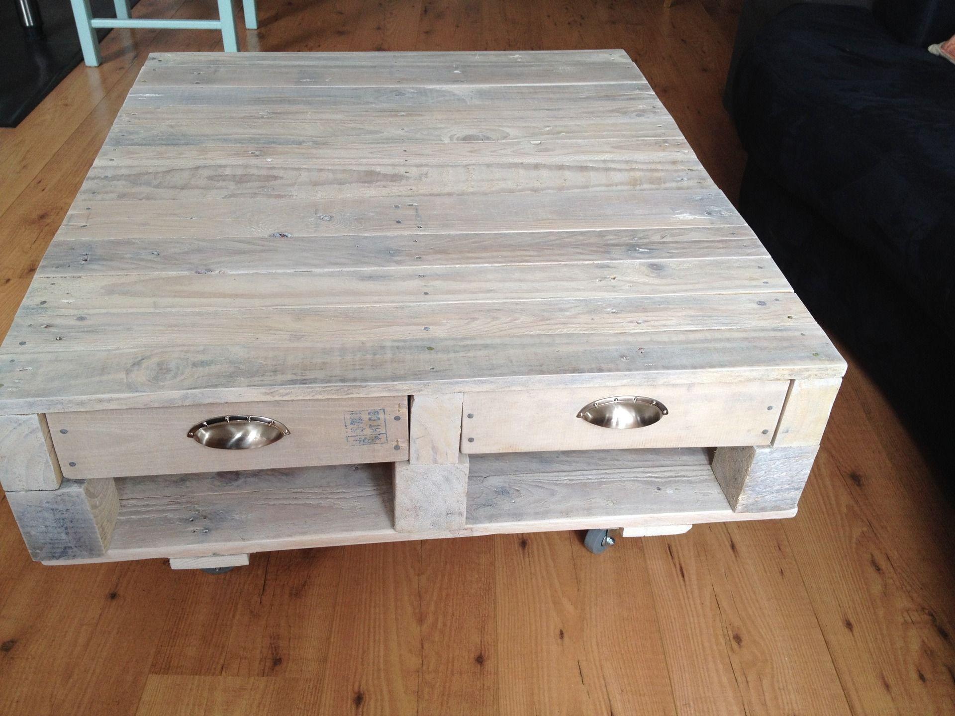 table basse en palette lasurée et vernie : meubles et rangements par