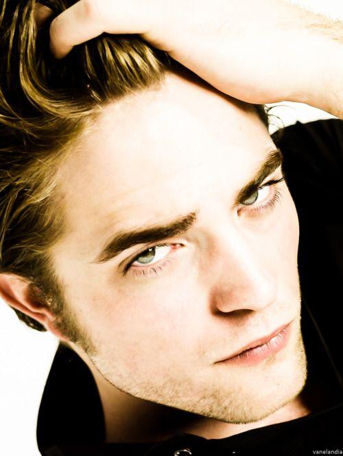 Okay okay I'll admit Rob looks good here...