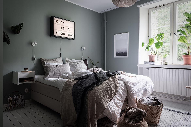 Slaapkamer Groen Grijs : Serene slaapkamer met grijs groene muren kamer luuk in
