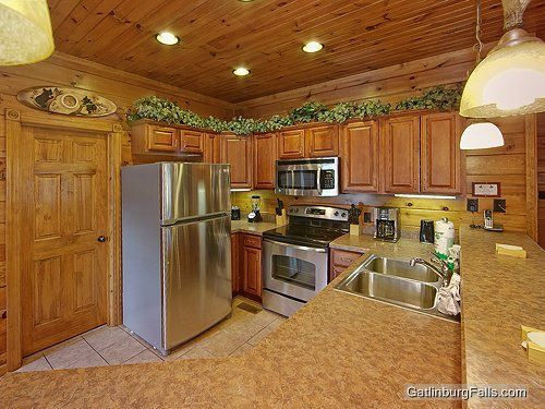 Gatlinburg Cabin - City Relief - 5 Bedroom - Sleeps 18 - Swimming Pool Access - Home Theater - Bunk Beds