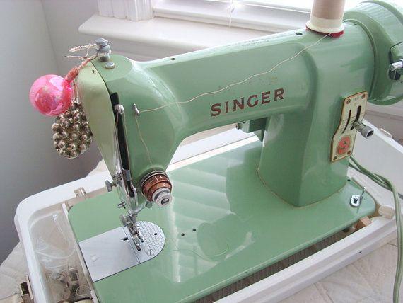 singer sewing machine 185j jadite green color in white. Black Bedroom Furniture Sets. Home Design Ideas