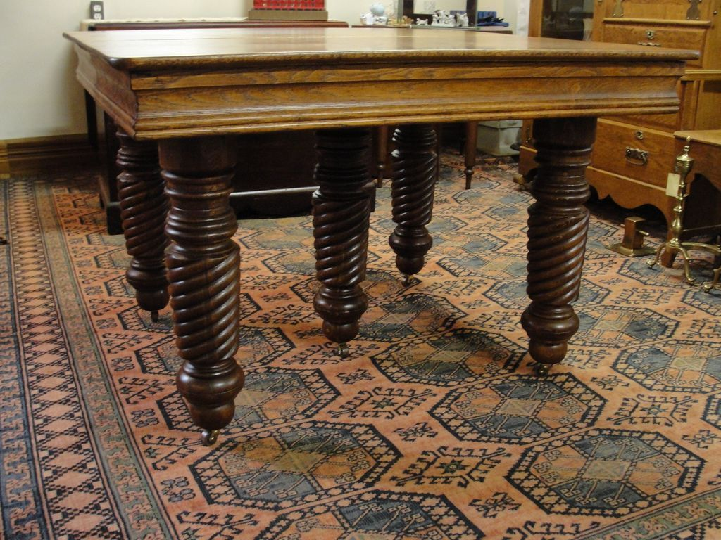 Early 1900 S Oak Dining Table With 6 Leaves Opens To 8 1 2 Feet