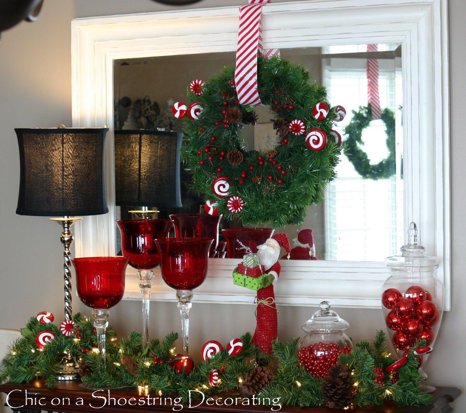 decoracin de recibidor con frascos de boticario guirnalda santa copas gigantes y bolas