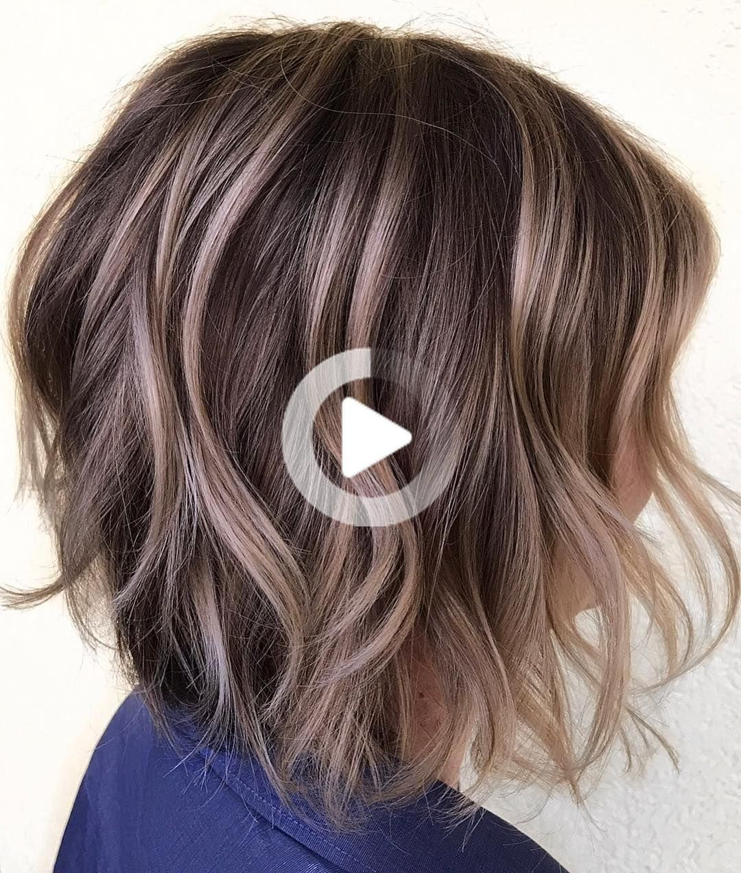 50 Layered Bobs You Will Fall In Love With In 2020 Short Wavy Hair Short Hair With Layers Wavy Hair Coiffure Cheveux Visage
