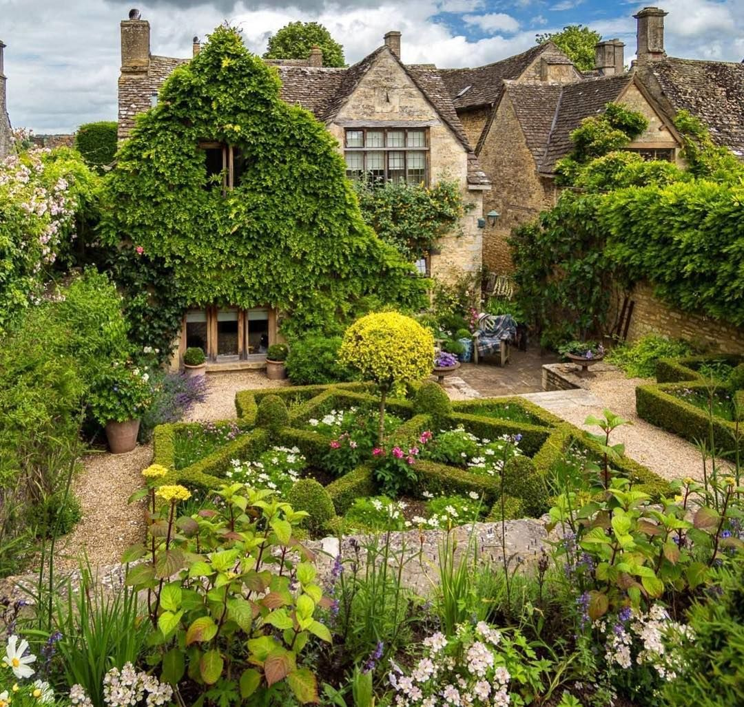 Quintessential Cottage Charm In The Medieval Town Of