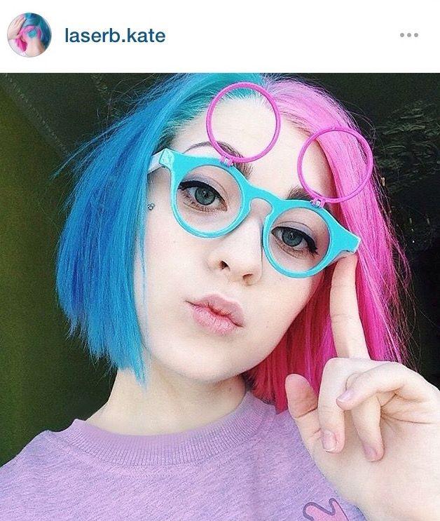 Pin By Mishiiu On Okey Blue And Pink Hair Split Hair Hair Color Pastel
