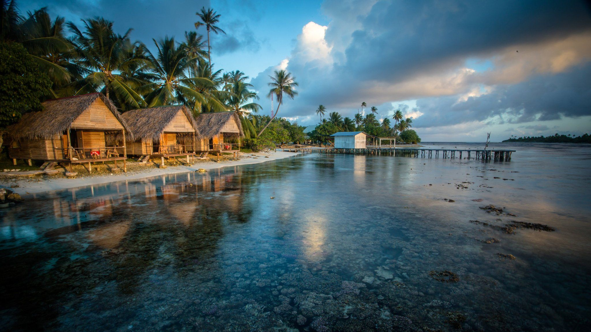 Bungalows On The Reef In French Polynesia Beach Wallpaper Hd Nature Wallpapers Wallpaper Pc
