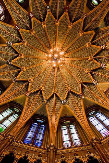 Golden stars (Inside the Parliament In Budapest) by Falcov, via Flickr