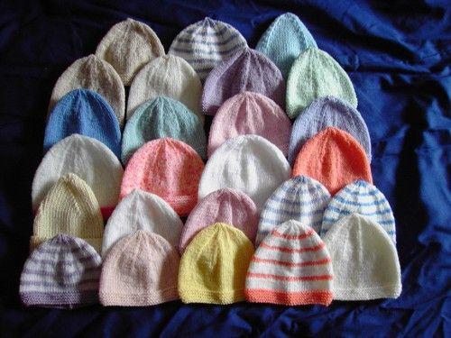 Bonnet pour bébés de 32-36 semaines. voici un bonnet tout simple à tricoter  laine CALINE de BDF aig n°3 27 m   36 rg taille 32-36 sem 28c9e3a0c4d