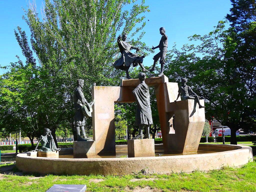 Monumento A La Jota Aragonesa En Zaragoza Aragón Zaragoza Monumento