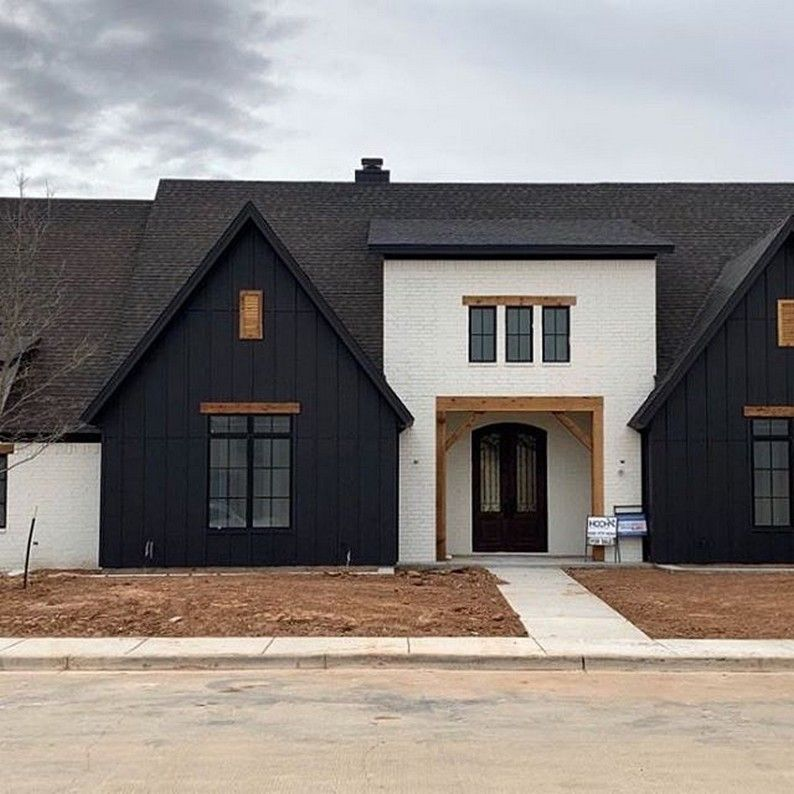 Top 10 Exterior Finishes In 2020 Seeking Lavendar Lane In 2020 Modern Farmhouse Exterior Exterior Paint Colors For House House Exterior