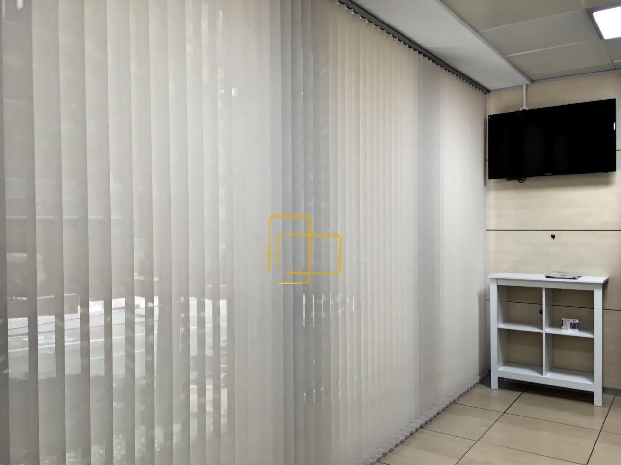 Cortina de lamas verticales en el institut catal de - Cortinas screen cocina ...