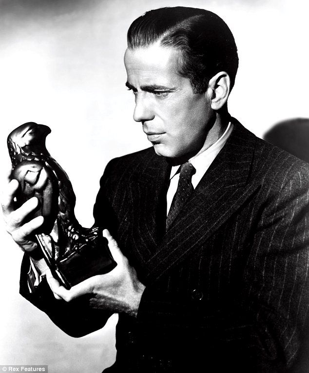 Statuette From 1941 S The Maltese Falcon May Fetch 1 5m At Auction Humphrey Bogart Maltese Falcon Movie Movie Stars